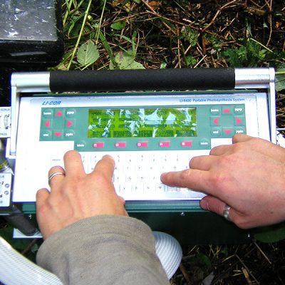 LI-COR-PORTABLE PHOTOSYNTHESIS SYSTEM LI-COR LI 6400 : Appareil pour mesurer les échange de gaz dans les feuilles